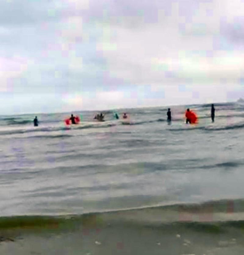 9 người bị sóng biển cuốn trôi, 4 người tử vong-1