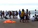 Kinh hoàng: Sét đánh khiến một cầu thủ tử nạn cùng hàng loạt CĐV nguy kịch-4