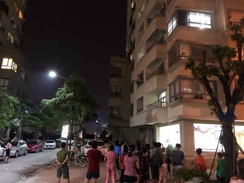 Vụ người phụ nữ tử vong khi rơi từ tầng 16 chung cư: Nạn nhân trượt chân khi trèo ban công sang phòng dỗ cháu nội khóc-1
