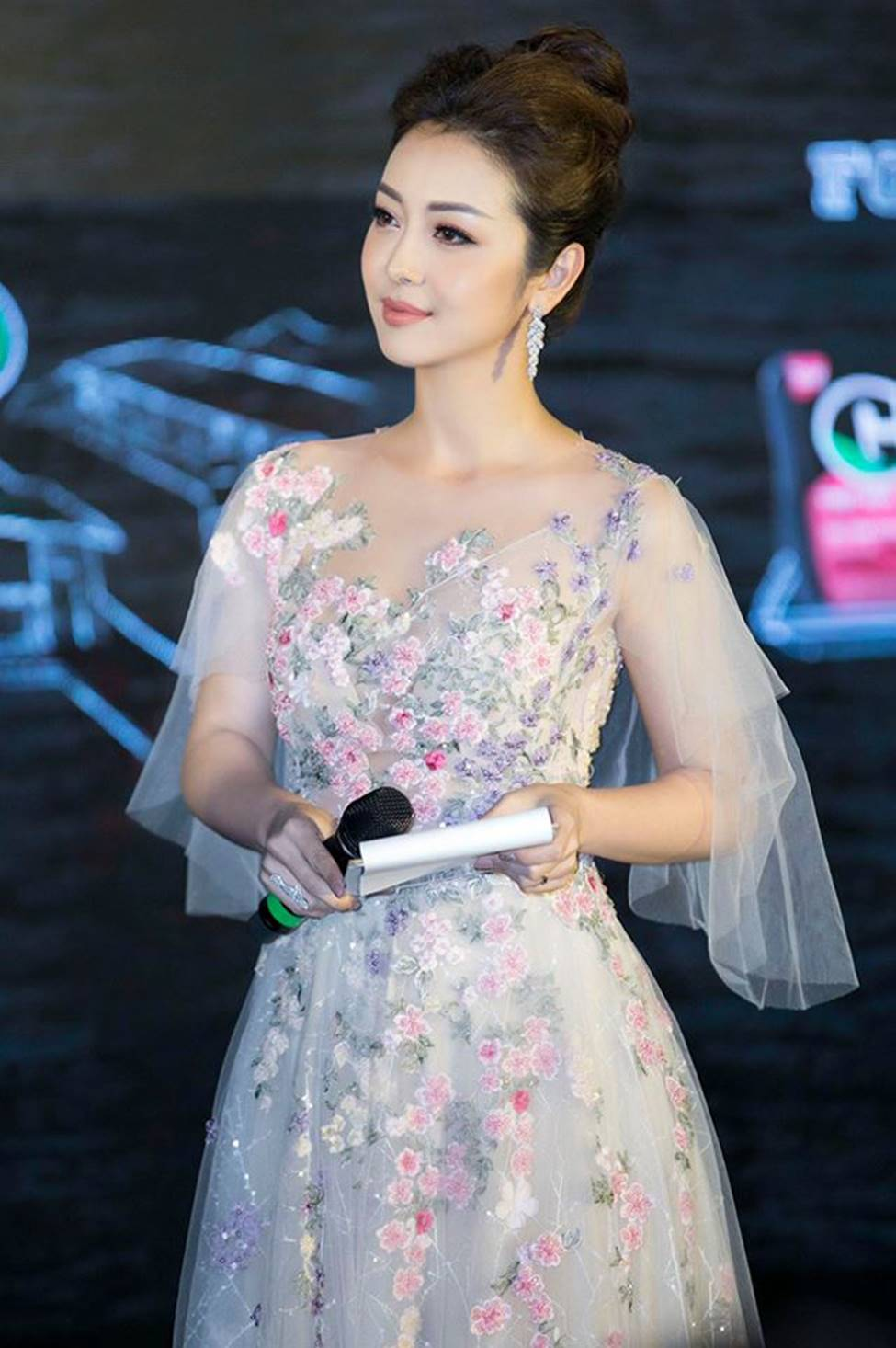 Những bà mẹ 4 con vẫn trẻ đẹp trong showbiz Việt-1