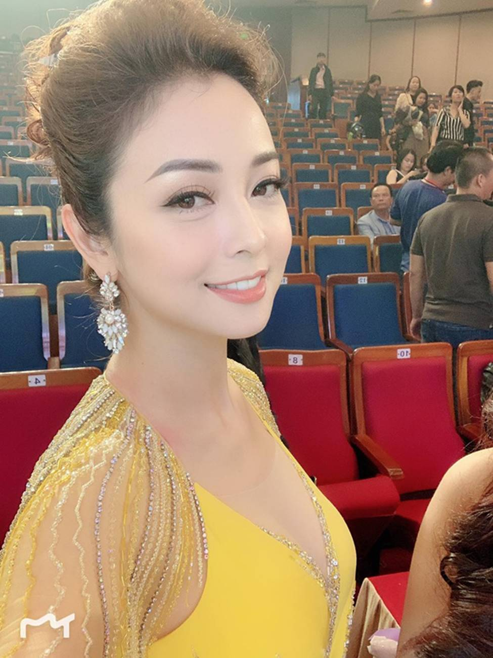 Những bà mẹ 4 con vẫn trẻ đẹp trong showbiz Việt-3