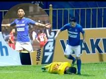 Phẫn nộ tình huống tiền vệ Quảng Ninh giẫm lên đầu cầu thủ Nam Định