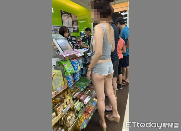 Hot girl mặt đẹp dáng xinh nhưng quên mặc đồ lót, hở hang cả 3 vòng khi đi siêu thị khiến dân mạng bỏng mắt-2