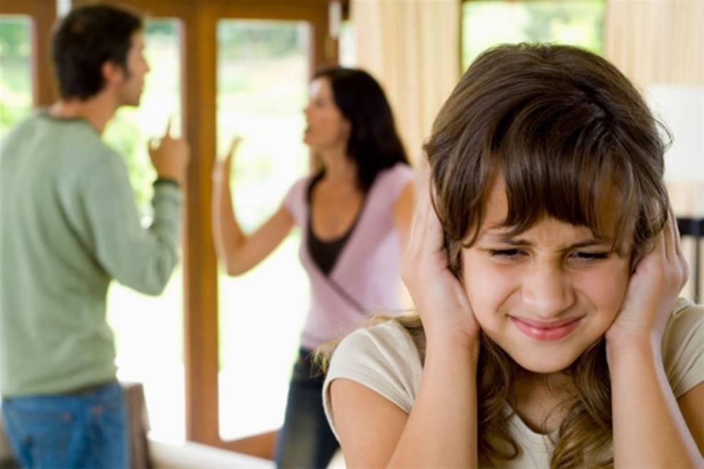 Nếu không muốn trẻ lớn lên ương bướng, ngang ngạnh, cha mẹ đừng bao giờ làm điều này trước mặt con-1
