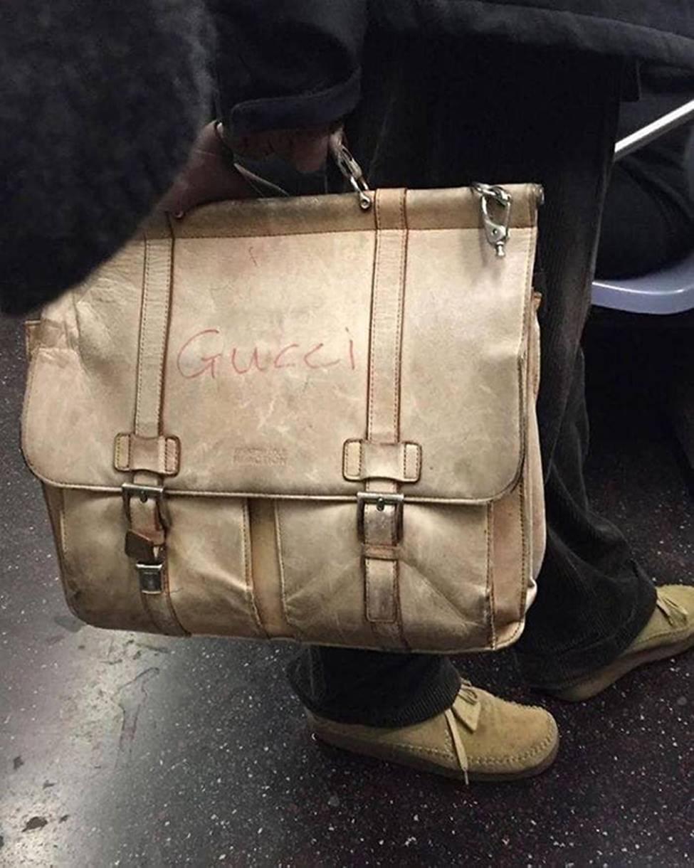Bắt gặp hình ảnh quái gở chỉ có ở trên tàu điện ngầm-2