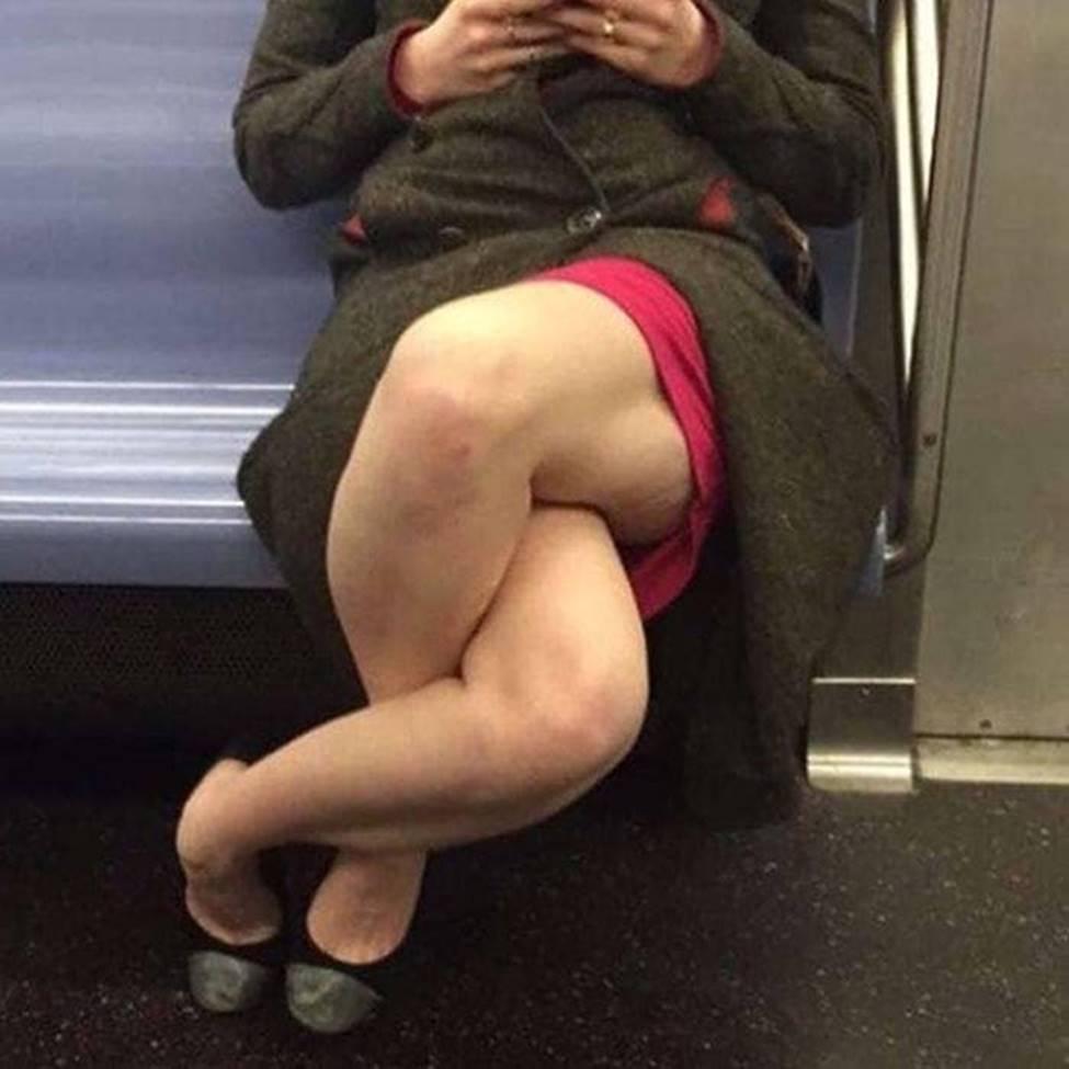 Bắt gặp hình ảnh quái gở chỉ có ở trên tàu điện ngầm-14