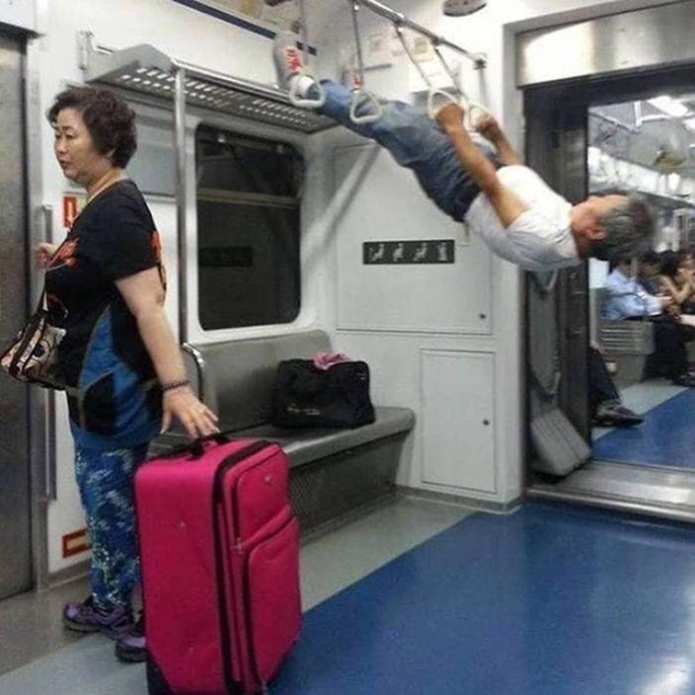 Bắt gặp hình ảnh quái gở chỉ có ở trên tàu điện ngầm-5