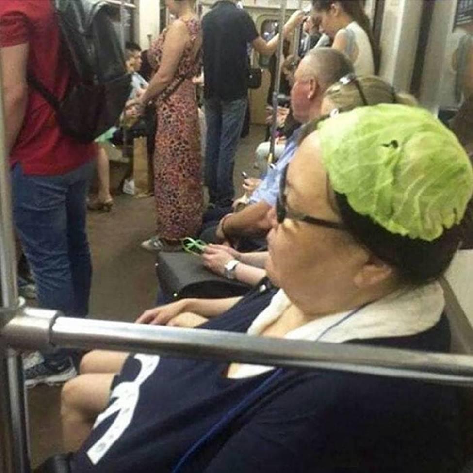 Bắt gặp hình ảnh quái gở chỉ có ở trên tàu điện ngầm-6