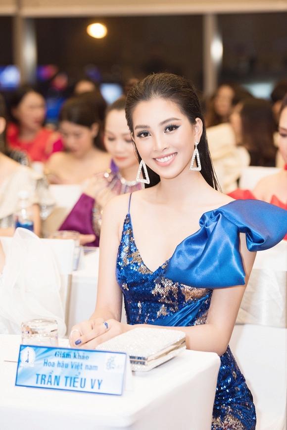 Hoa hậu Tiểu Vy đẹp như nữ thần, hào hứng khi làm giám khảo cuộc thi nhan sắc quốc tế-13