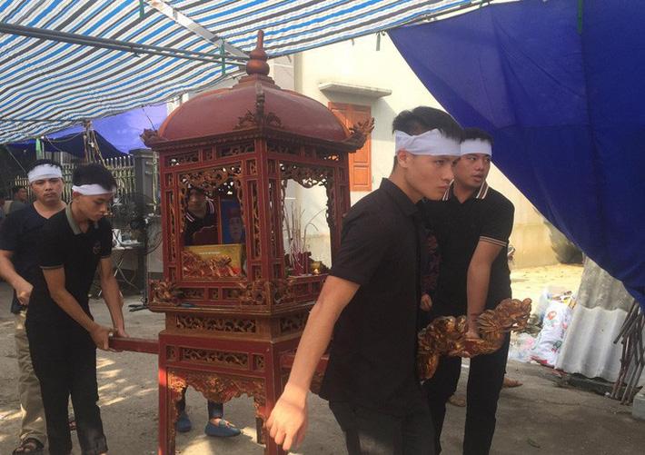 Quang Hải về chịu tang ông nội ngay sau khi lập hat-trick kiến tạo thắng Thanh Hóa-11