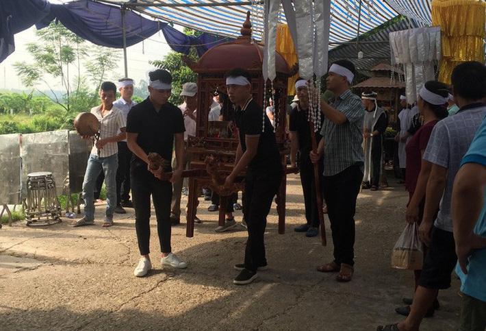 Quang Hải về chịu tang ông nội ngay sau khi lập hat-trick kiến tạo thắng Thanh Hóa-9