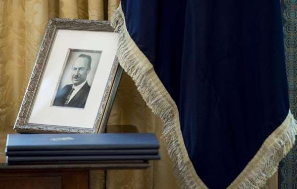 Cuộc đời bi kịch của anh trai Tổng thống Mỹ và nỗi ân hận muộn màng đeo bám ông Donald Trump gần 40 năm qua-4
