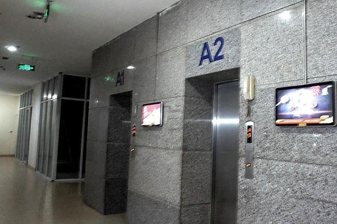 Cảnh sát làm việc với nghi can dâm ô bé gái 10 tuổi trong thang máy-1