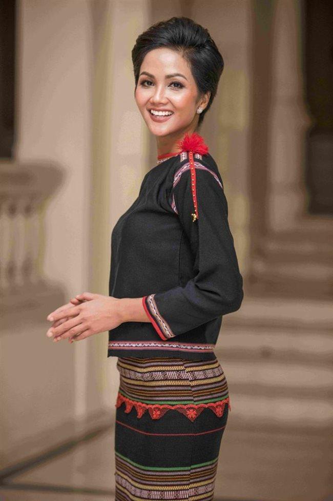3 cô gái dân tộc Ê Đê, Khmer nổi tiếng đẹp lạ, có người lọt top nhan sắc thế giới-5