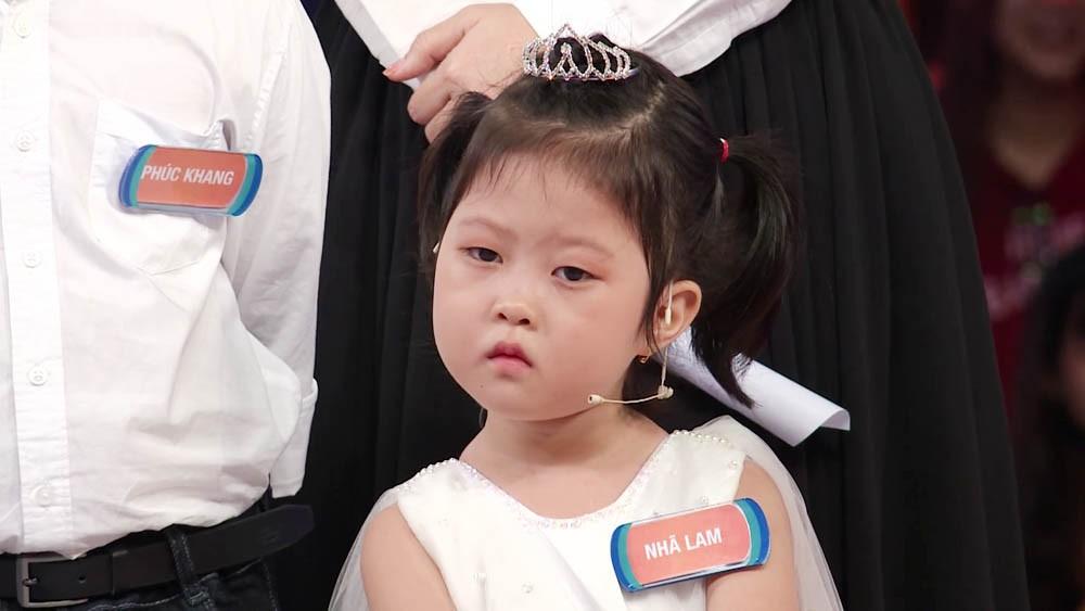 Bé 5 tuổi 3 lần vô địch Nhanh như chớp nhí: Chị Ba bất biến là ai mà khiến hàng loạt sao Việt phát cuồng?-7