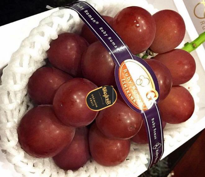 Nho đắt nhất thế giới về Việt Nam giá 6,5 triệu đồng/chùm, cửa hàng có bán lẻ từng trái-1