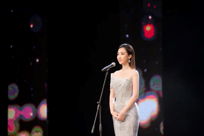 Hoa hậu Đỗ Mỹ Linh mặc đẹp tựa nữ thần, phớt lờ ồn ào bủa vây?-5