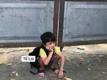 Cậu nhóc ngồi một mình chưng hửng ở cổng trường thấy mà thương nhưng khi biết nguyên nhân thật sự ai nấy cũng phì cười
