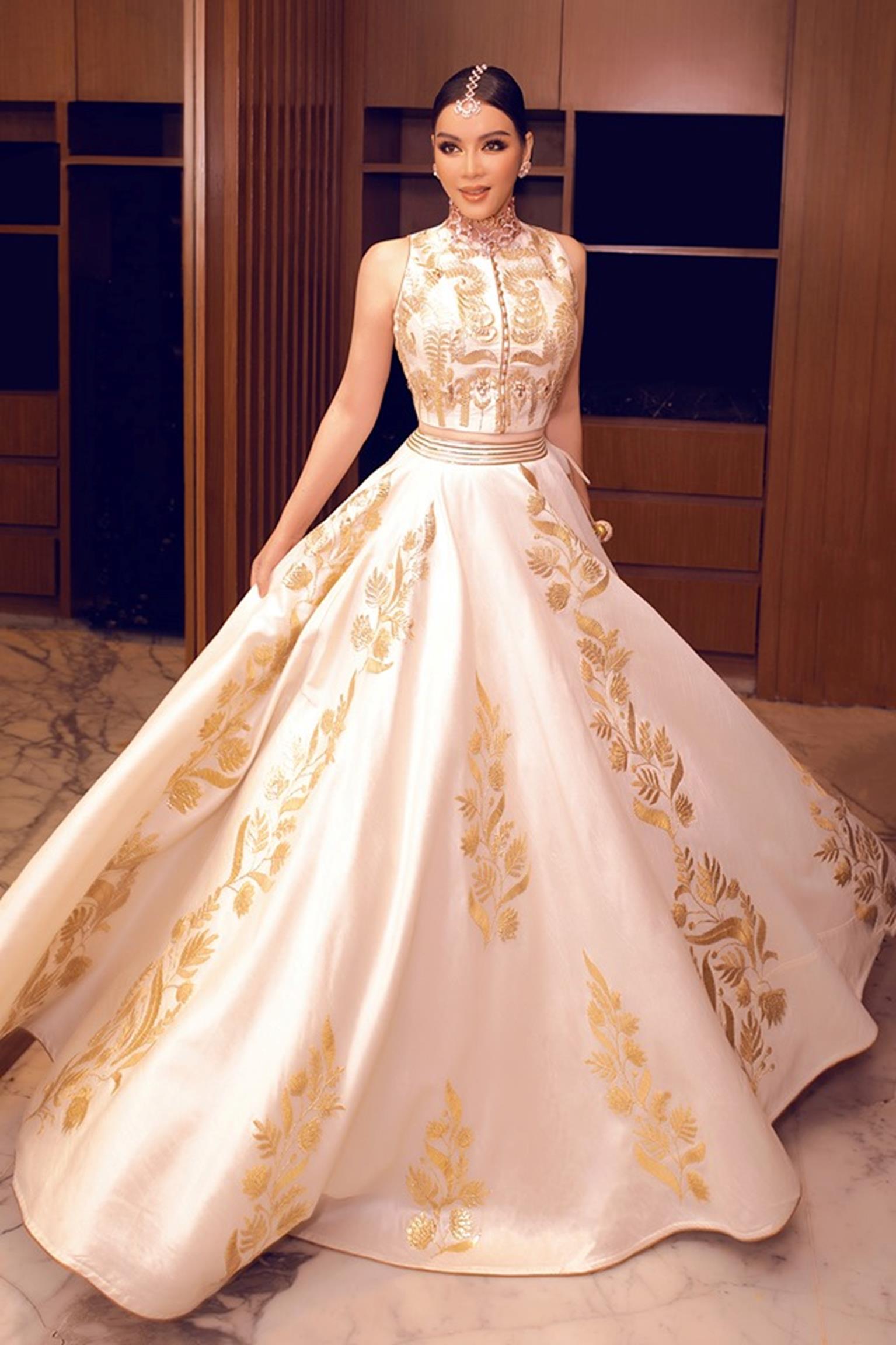 Lý Nhã Kỳ diện váy dát vàng dự tiệc sinh nhật của tỷ phú giàu nhất Ấn Độ-2