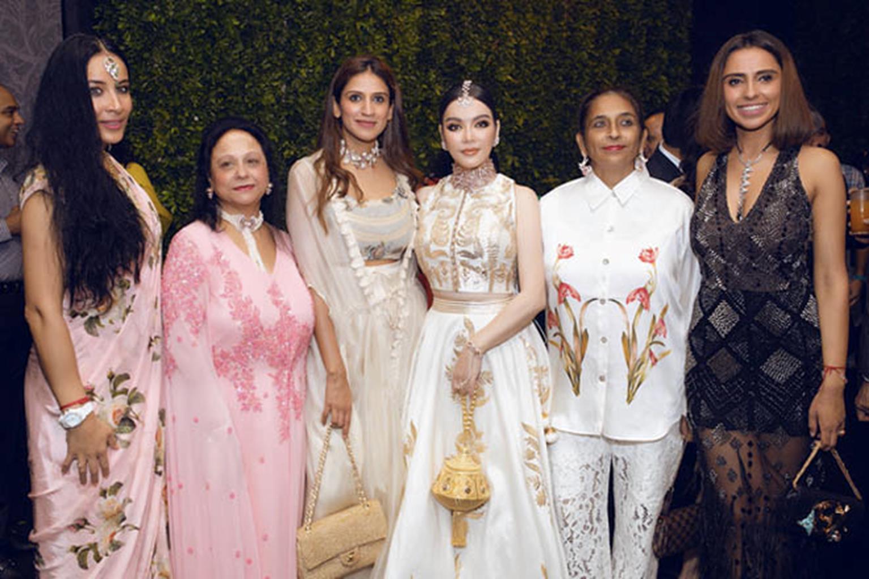 Lý Nhã Kỳ diện váy dát vàng dự tiệc sinh nhật của tỷ phú giàu nhất Ấn Độ-5