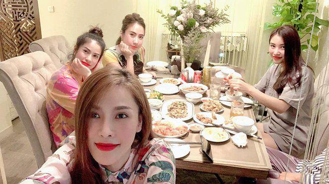 Xoá nghi vấn ghét nhau, Quế Vân mời vợ cũ Việt Anh đến nhà ăn cỗ đẹp như nhà hàng-1
