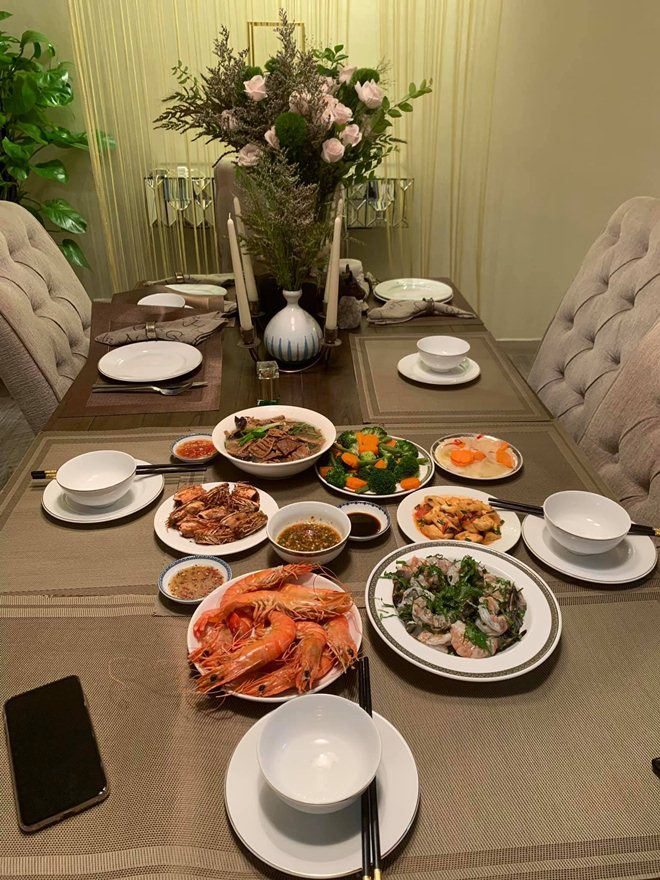 Xoá nghi vấn ghét nhau, Quế Vân mời vợ cũ Việt Anh đến nhà ăn cỗ đẹp như nhà hàng-3