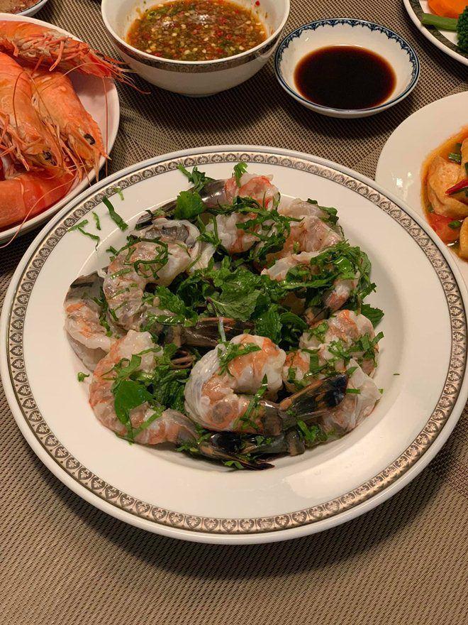 Xoá nghi vấn ghét nhau, Quế Vân mời vợ cũ Việt Anh đến nhà ăn cỗ đẹp như nhà hàng-4