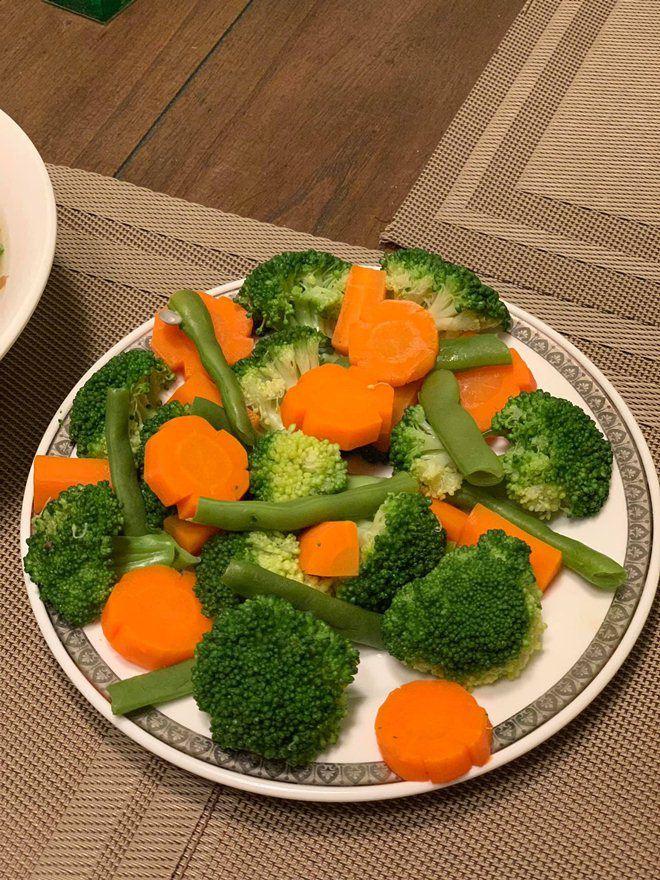 Xoá nghi vấn ghét nhau, Quế Vân mời vợ cũ Việt Anh đến nhà ăn cỗ đẹp như nhà hàng-8