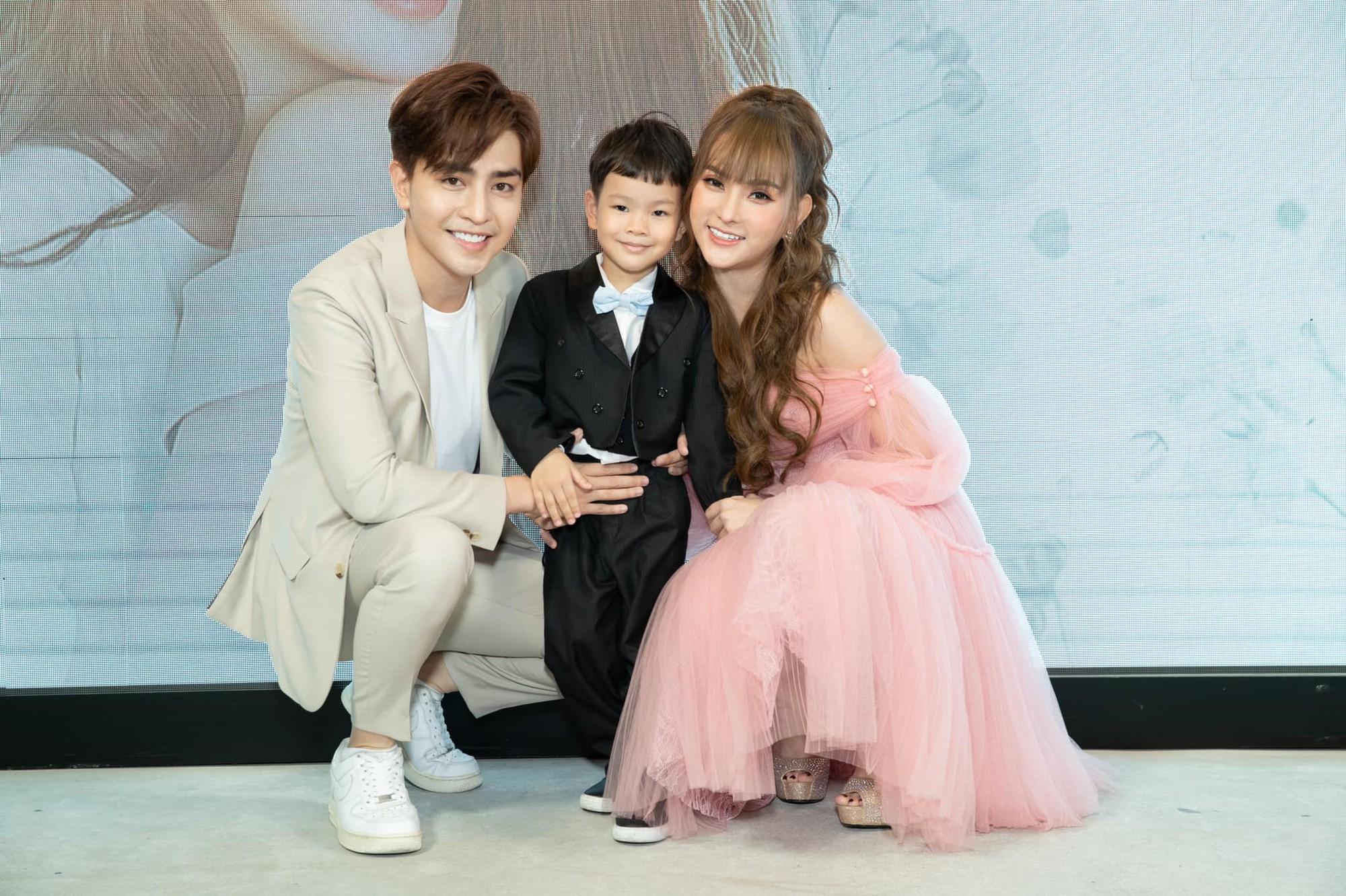 Hậu nghi vấn Kin Nguyễn ngược đãi bé Henry, cư dân mạng tung bằng chứng giải oan cho chồng kém 10 tuổi của Thu Thủy-4