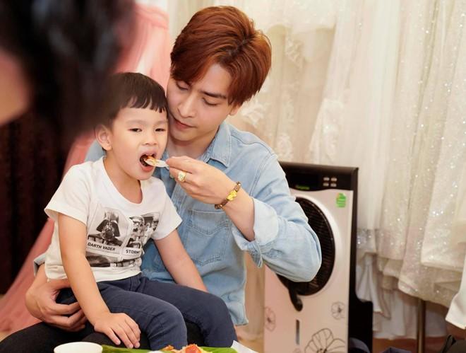Hậu nghi vấn Kin Nguyễn ngược đãi bé Henry, cư dân mạng tung bằng chứng giải oan cho chồng kém 10 tuổi của Thu Thủy-3