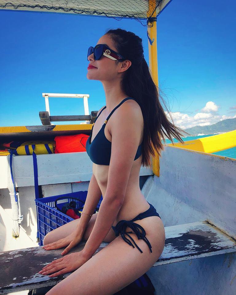 Hoa hậu Phạm Hương diện bikini khoe eo con kiến sau tin sinh con tại Mỹ, nhưng vòng 1 bên đầy bên vơi lại gây chú ý-2