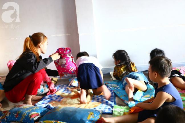 NÓNG: Một bé trai 7 tuổi bị cơ sở giữ trẻ bỏ quên, không đón về ngay ngày học đầu tiên-2