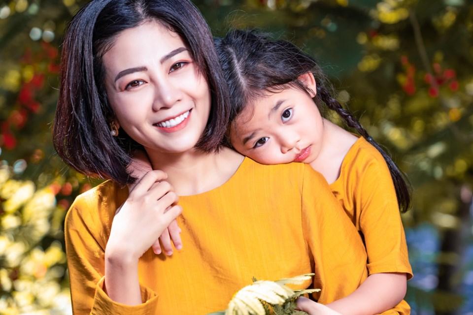 Giữa lúc điều trị ung thư phổi, diễn viên Mai Phương diện đồ đôi du lịch cùng cô con gái nhỏ Lavie-2