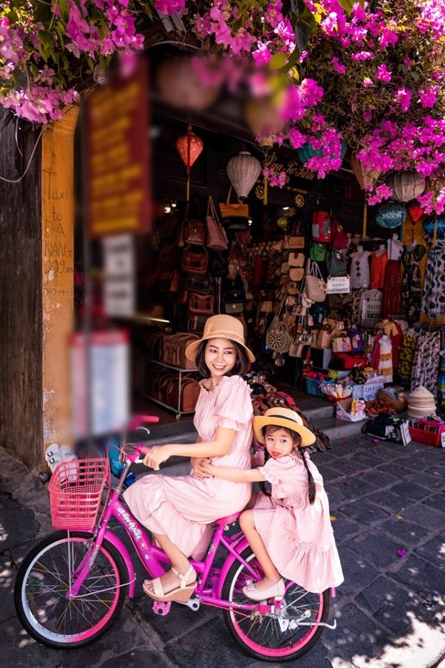Giữa lúc điều trị ung thư phổi, diễn viên Mai Phương diện đồ đôi du lịch cùng cô con gái nhỏ Lavie-7