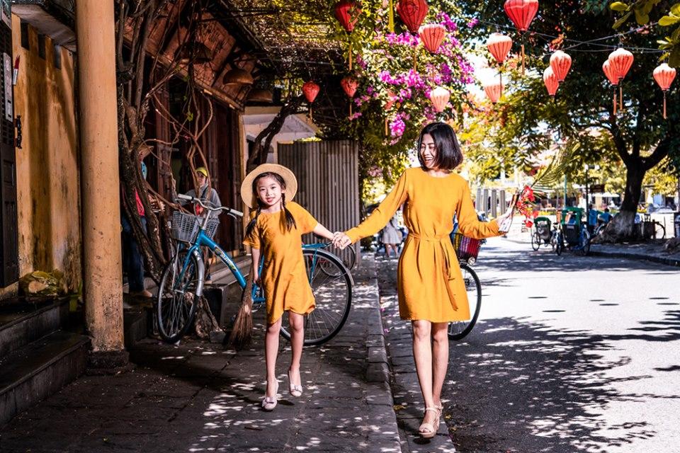 Giữa lúc điều trị ung thư phổi, diễn viên Mai Phương diện đồ đôi du lịch cùng cô con gái nhỏ Lavie-8