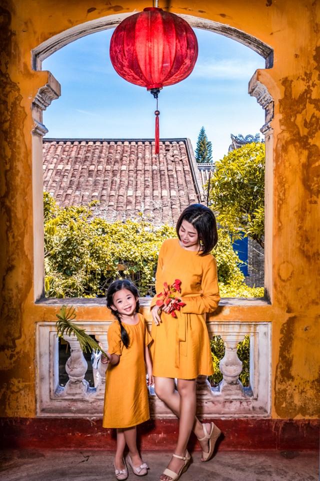 Giữa lúc điều trị ung thư phổi, diễn viên Mai Phương diện đồ đôi du lịch cùng cô con gái nhỏ Lavie-9