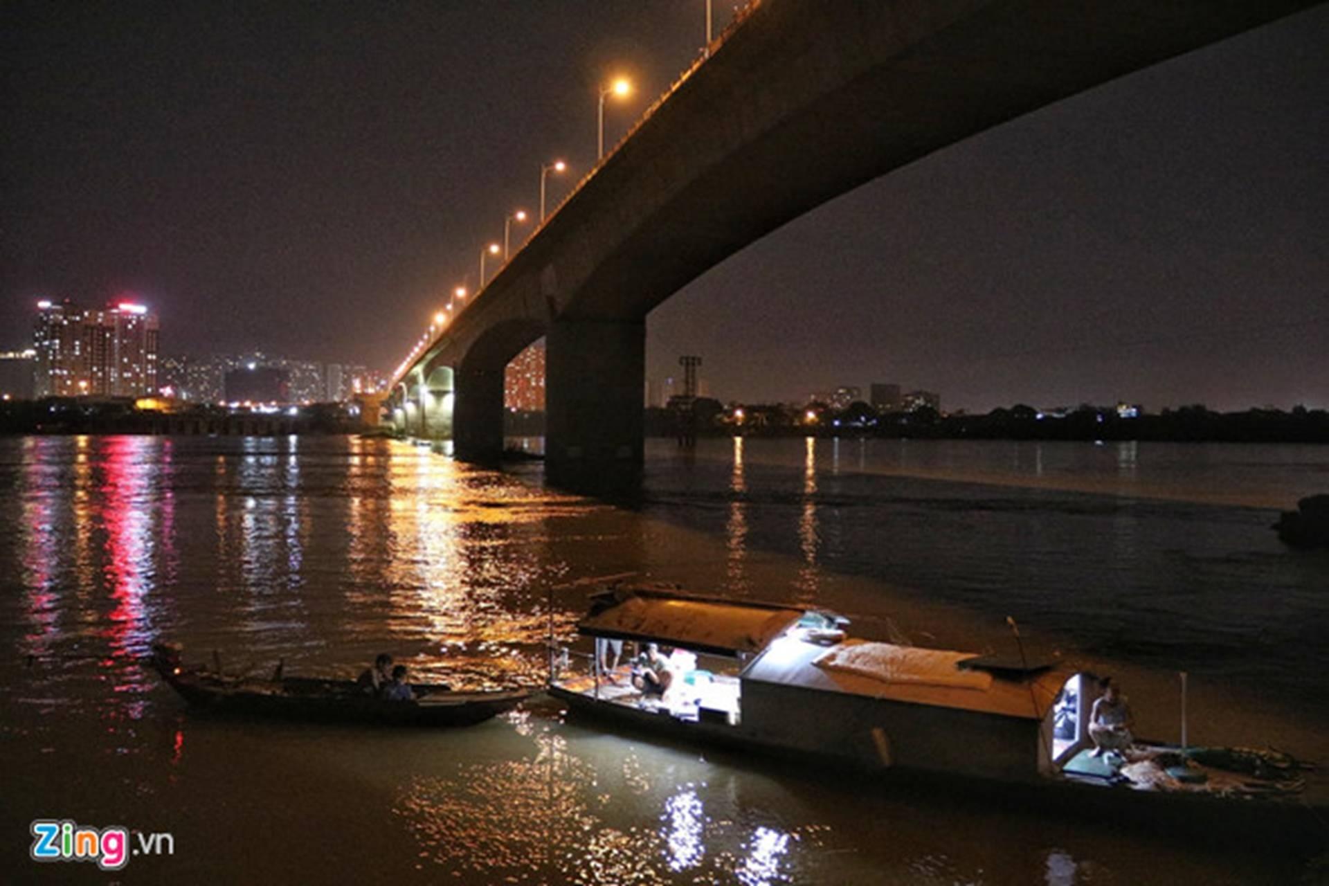 Trắng đêm tìm vớt nữ sinh nhảy cầu Vĩnh Tuy-3