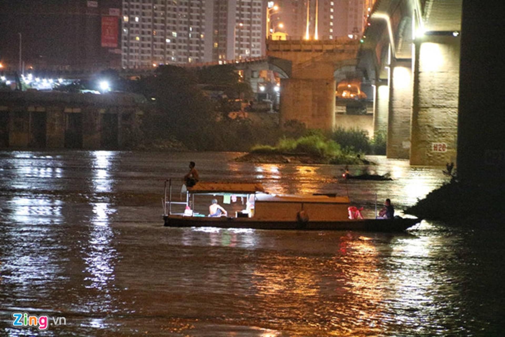 Trắng đêm tìm vớt nữ sinh nhảy cầu Vĩnh Tuy-7