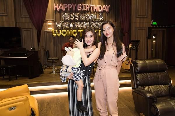 Hoa hậu Tiểu Vy và dàn người đẹp để mặt mộc dự sinh nhật Hoa hậu Lương Thuỳ Linh-4