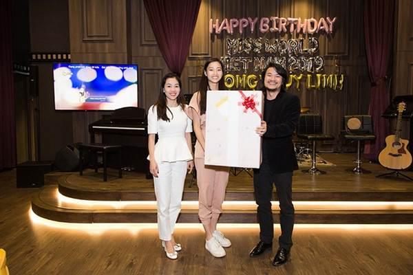 Hoa hậu Tiểu Vy và dàn người đẹp để mặt mộc dự sinh nhật Hoa hậu Lương Thuỳ Linh-9