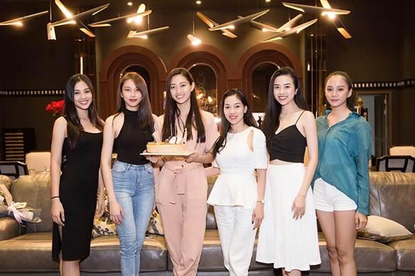 Hoa hậu Tiểu Vy và dàn người đẹp để mặt mộc dự sinh nhật Hoa hậu Lương Thuỳ Linh-11