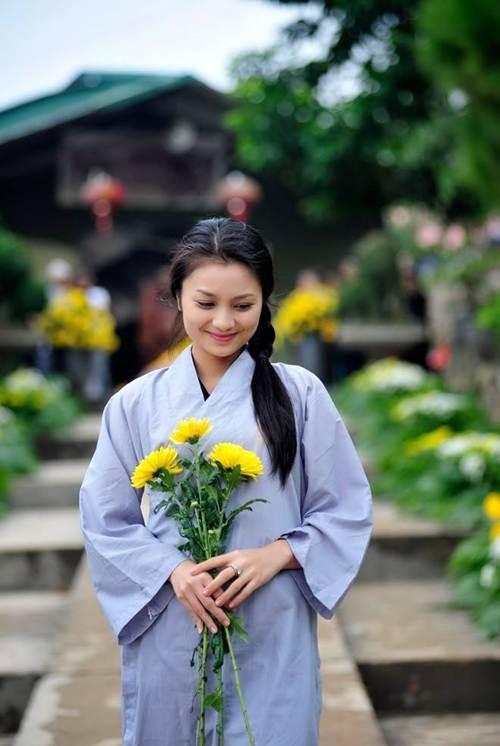 Diễn viên Hoa hồng trên ngực trái khoe mâm cúng Rằm cực đẹp, Vân Dung liền khen khéo nhất năm-1