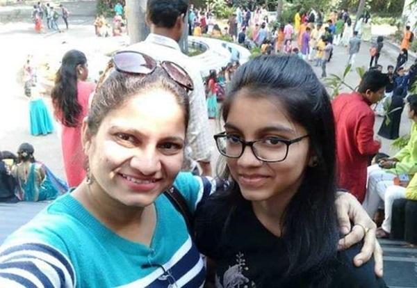 Kinh hoàng vụ nữ diễn viên Ấn Độ tàn nhẫn sát hại con gái ruột rồi treo cổ tự tử-1