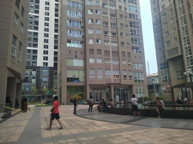Hà Nội: Hoảng hồn phát hiện thi thể người lớn tuổi nghi rơi từ tầng cao của chung cư Vinaconex xuống đất-1