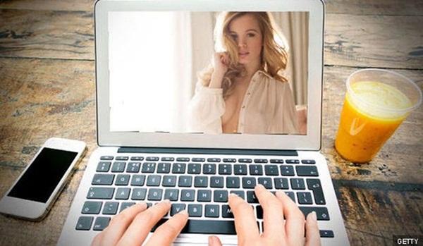 Chuyện về những cô gái làm nghề khiêu dâm online: Tôi có 2 lựa chọn: Khoe hàng hoặc chết đói-2