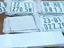 Triệt phá cơ sở sản xuất biển số xe giả giữa lòng Hà Nội