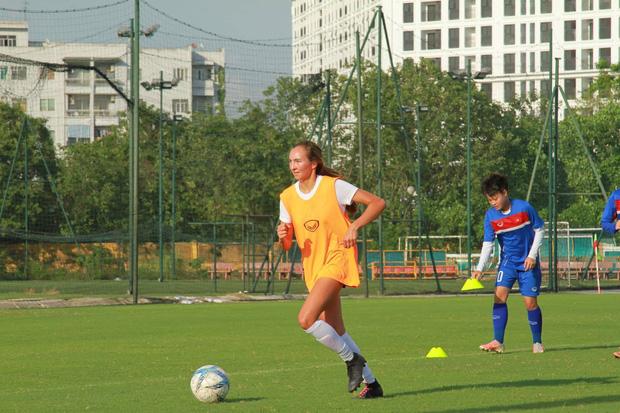 Hai nữ cầu thủ Việt kiều thử việc tại U19 Việt Nam: Xinh đẹp, tài năng và đầy khát khao-4