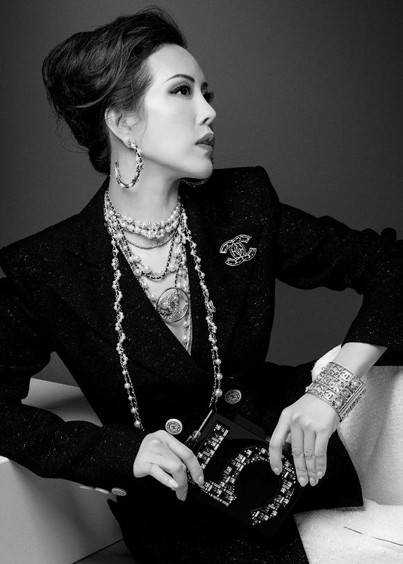Hoa hậu Thu Hoài vẫn đầy trẻ trung, quyến rũ với hình tượng quý cô sang chảnh-10