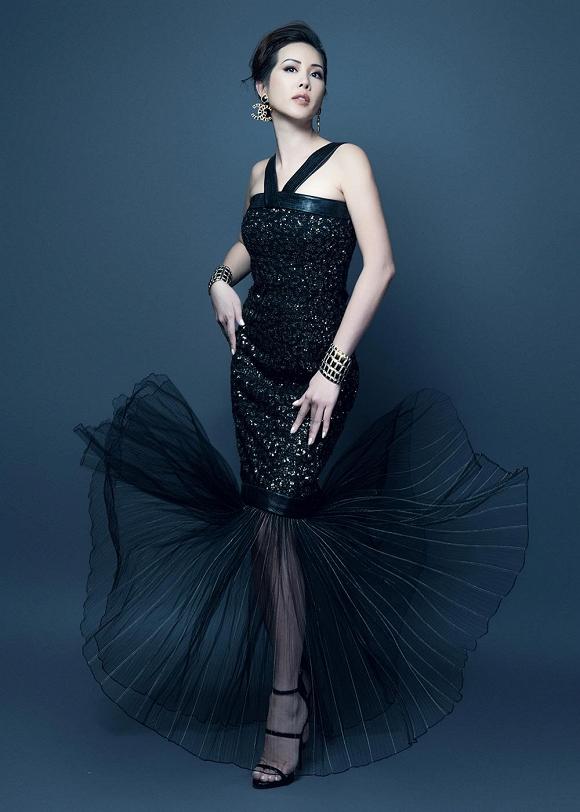 Hoa hậu Thu Hoài vẫn đầy trẻ trung, quyến rũ với hình tượng quý cô sang chảnh-12