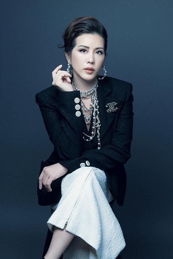 Hoa hậu Thu Hoài vẫn đầy trẻ trung, quyến rũ với hình tượng quý cô sang chảnh-2